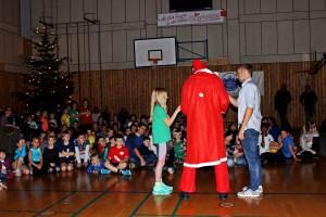 ein Engel, der Weihnachtsmann und der 1. Vorsitzender Jörg Schnappauf